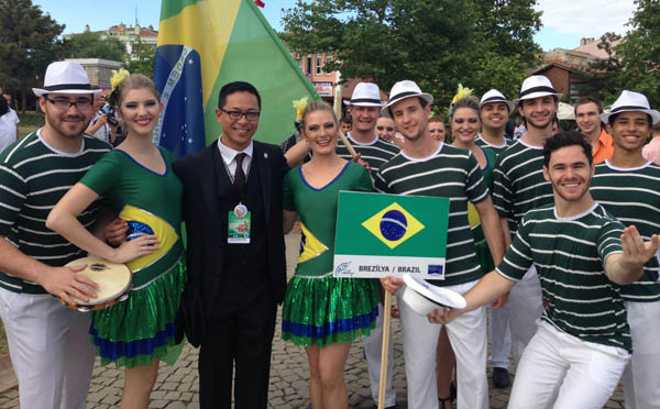 VINCE_REYES_Poses_with_Brazilian_Delegation_14th_International_Bykekmece_Culture_and_Art_Festival_in_Istanbul